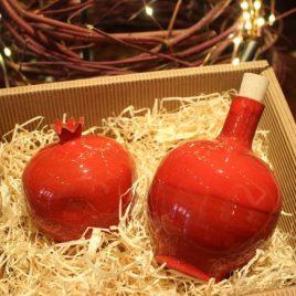 """Geschenkbox """"Marnelos – Keramik: Granatapfel und Raki-Flasche 0,50 Liter"""""""