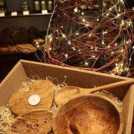 """Geschenkbox """"Küchenaccessoires aus Olivenholz"""""""
